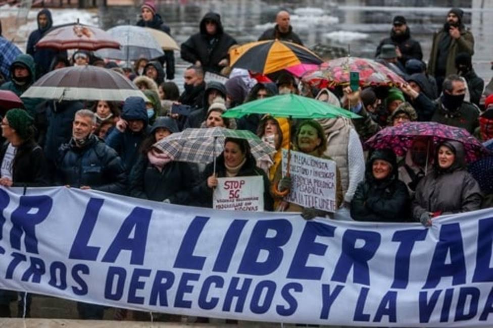 """Una marcha negacionista de la Covid-19 en Madrid pide recuperar derechos y libertades: """"Fuera dictadura"""""""