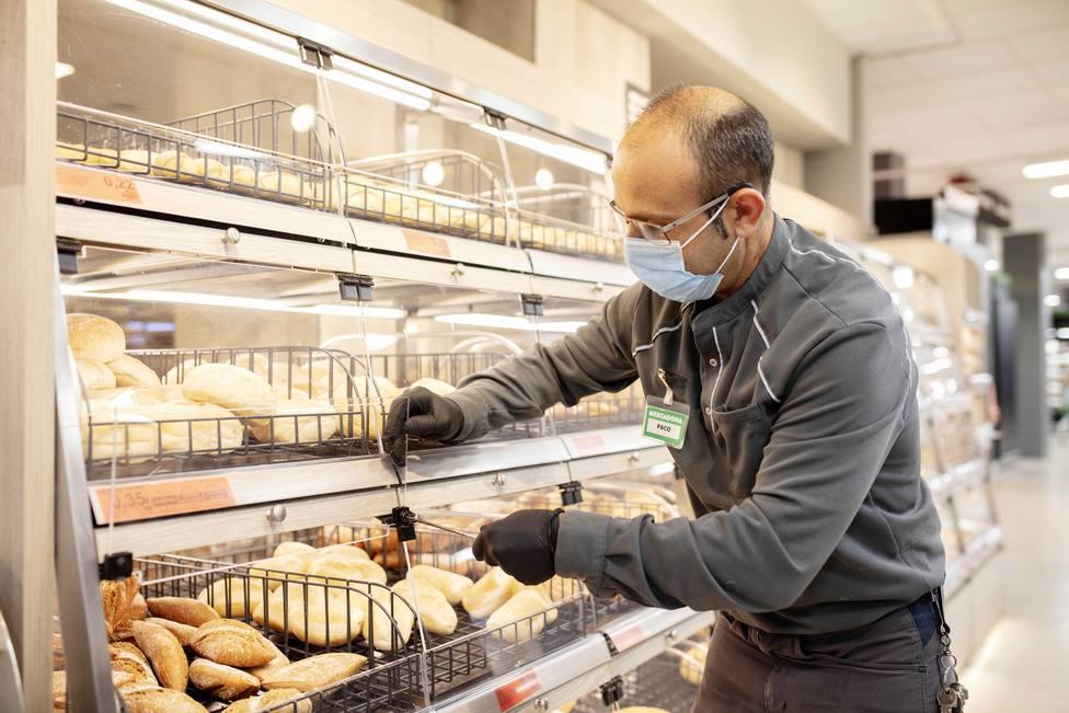 ctv-qkv-trabajador-de-mercadona-en-un-supermercado