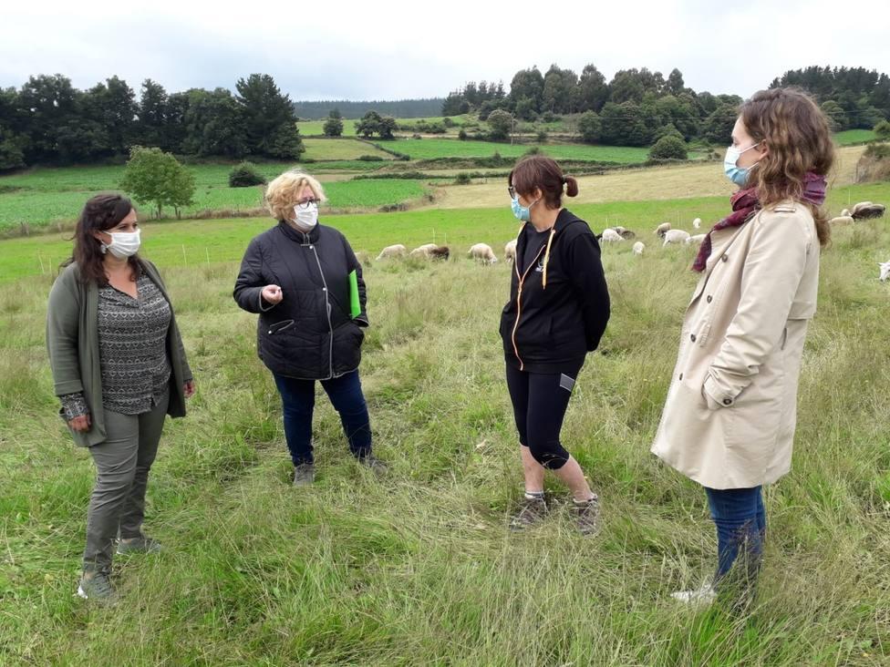 Ana Miranda visitó una explotación agropecuaria en Castroverde