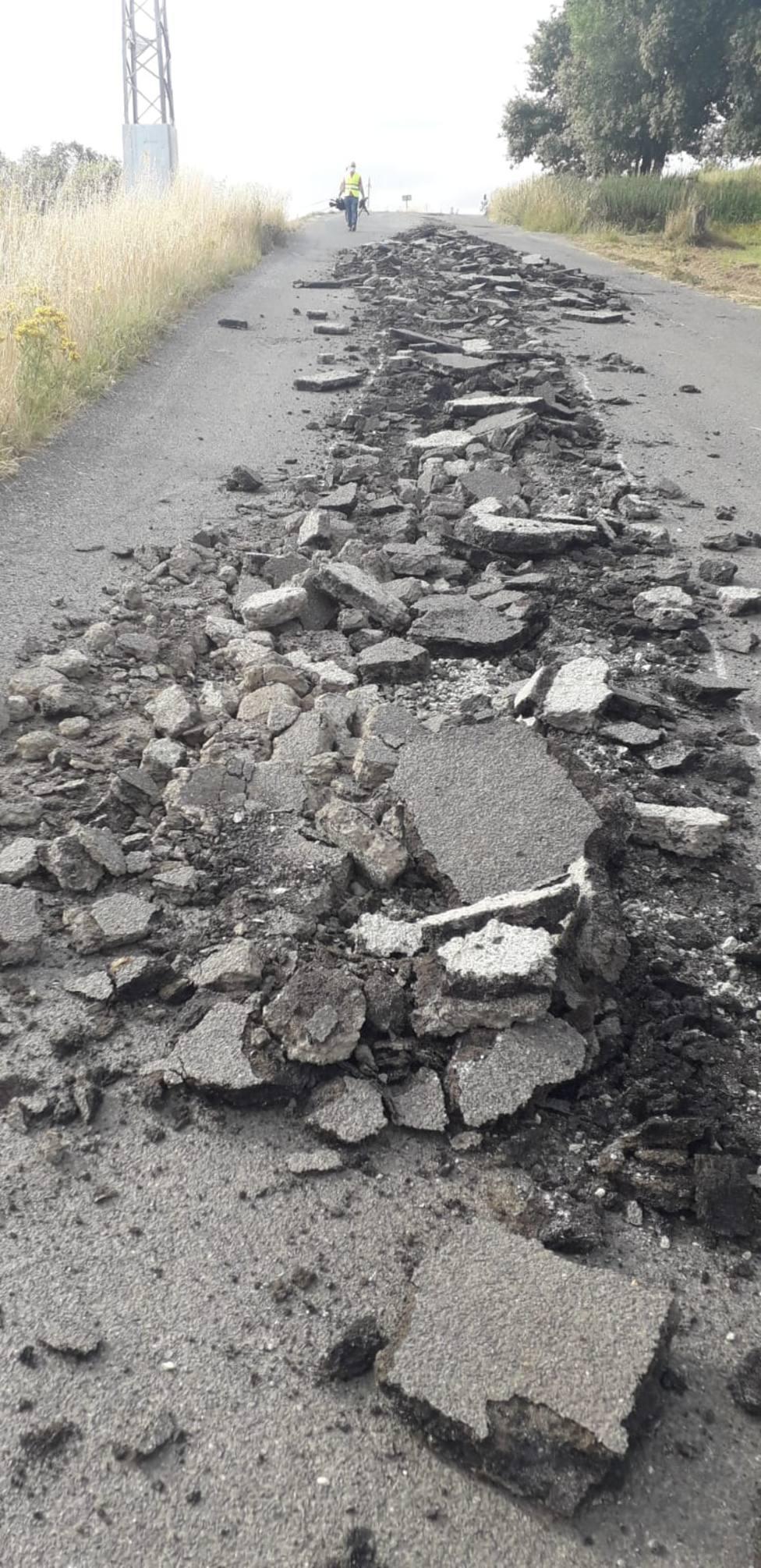 Los daños afectan a unos 100 metros de la carretera provincial
