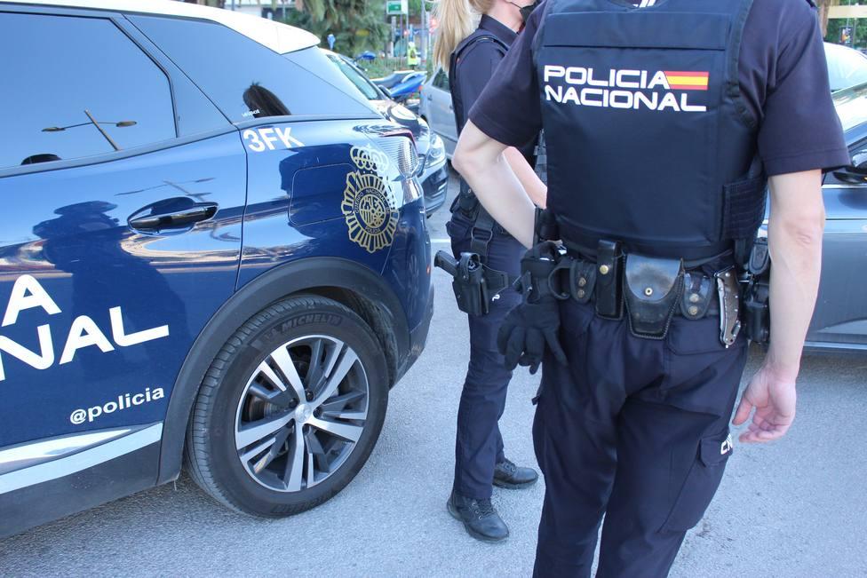La Policía busca en Madrid a un menor al que su madre afirma haber matado y arrojado a un contenedor