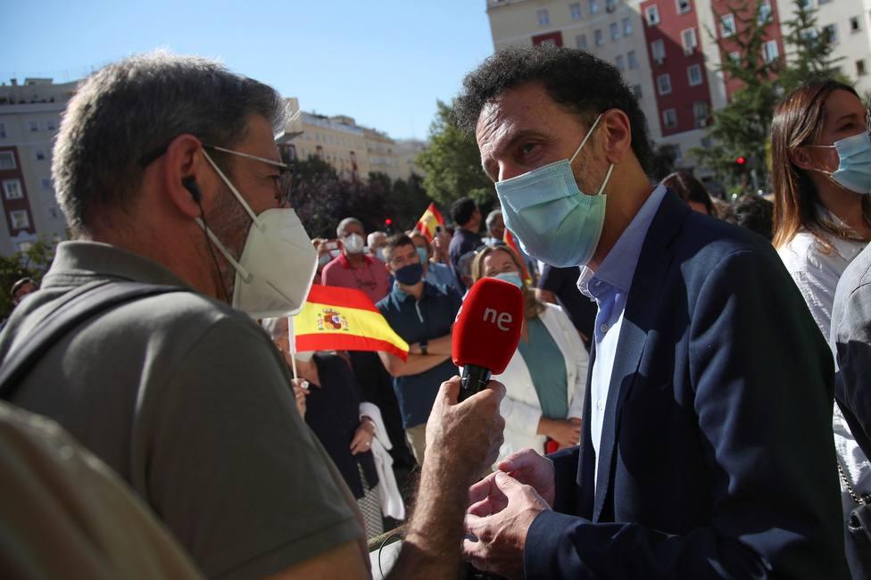 Martínez Almeida participa en la ofrenda floral de la Asociación de Víctimas del terrorismo