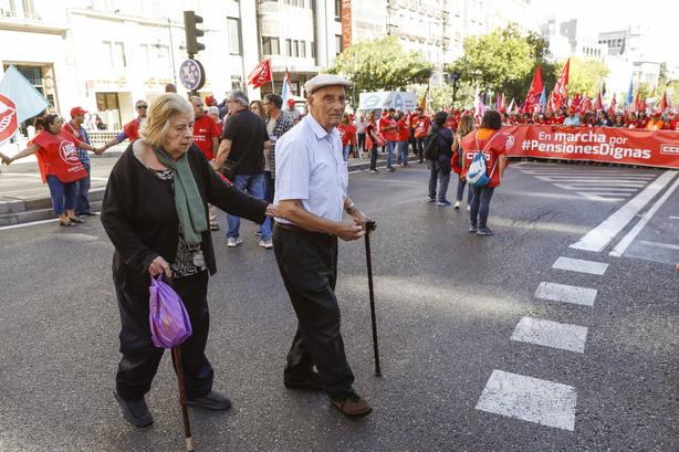 Participantes en las Marchas por las pensiones dignas en 2017 en Madrid.