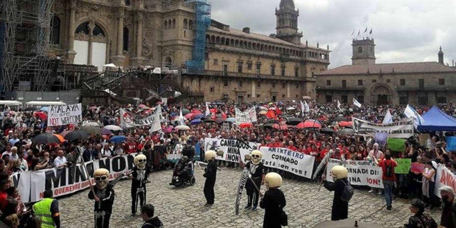 Manifestación multitudinaria contra la reapertura de la mina de Touro