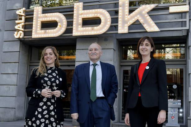 Oihane Aldayturriaga, Gorka Martínez y Onintze Ituiiño, de la fundación BBK