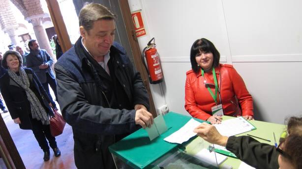 Luis Planas espera una muy alta participación en señal de compromiso con la democracia