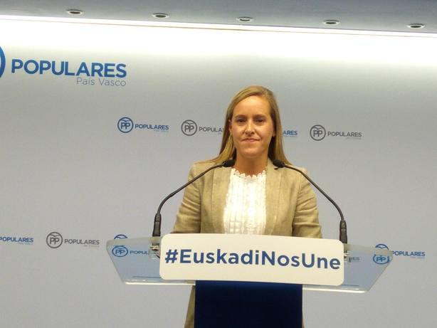 Fernández (PP vasco) acusa al PNV de blanquear a presuntos delincuentes y hacer guiños al procés
