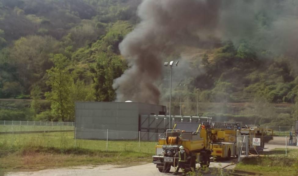 Incendio en la fábrica de Rioglass , en Lena
