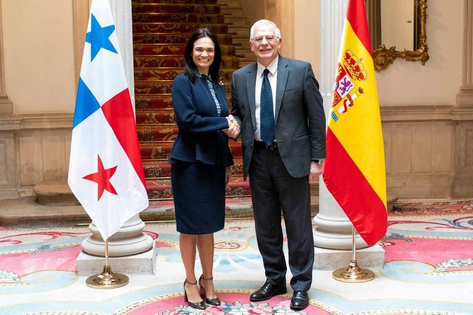 Borrell reconoce el esfuerzo de Panamá que le ha permitido salir de la lista de paraísos fiscales