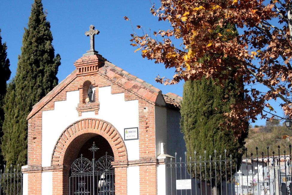 Robos de crucifijos y adornos metálicos del Cementerio municipal de Cabanillas del Campo