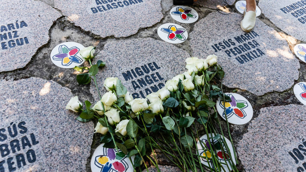Ofrenda floral en recuerdo de Miguel Ángel Blanco en Ermua