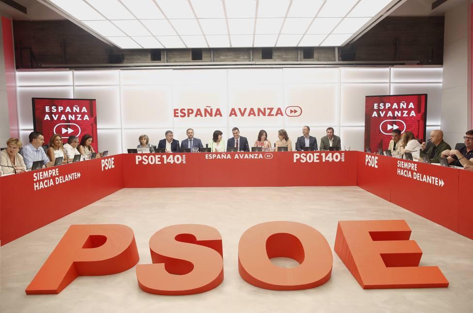 El PSOE aplaza a mañana su Ejecutiva a la espera del acuerdo con Podemos