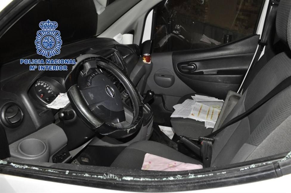 La Policía Nacional detiene a dos hombres acusados de robar en vehículos en el barrio de El Carmen