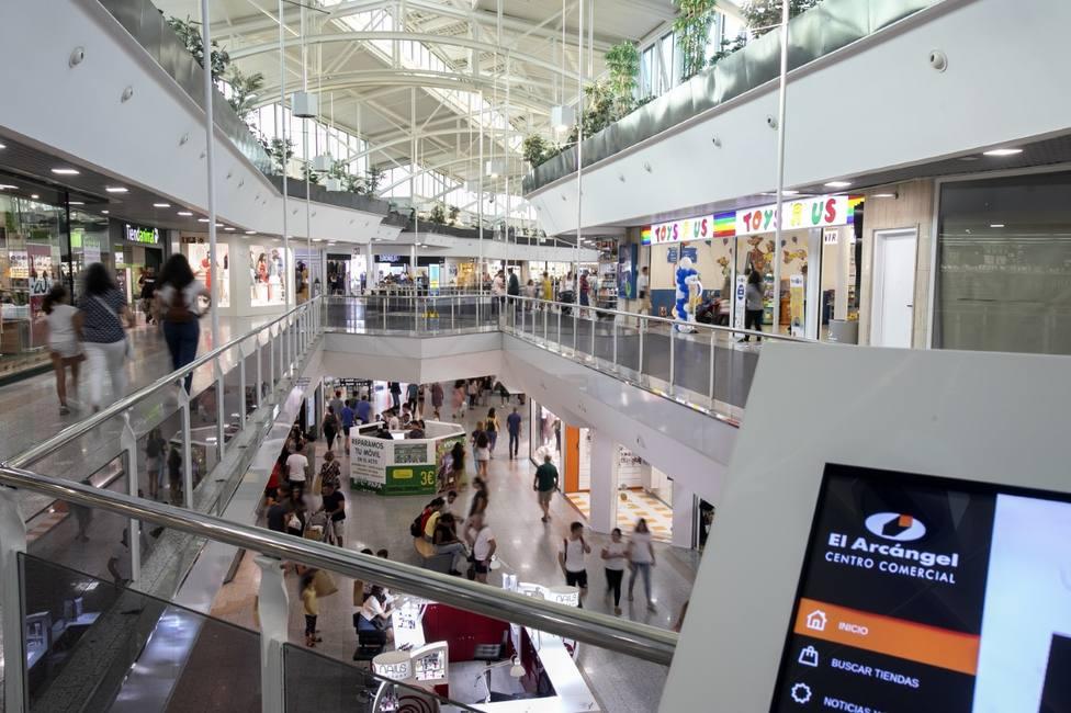 Conoce cómo se están preparando los centros comerciales para la reapertura