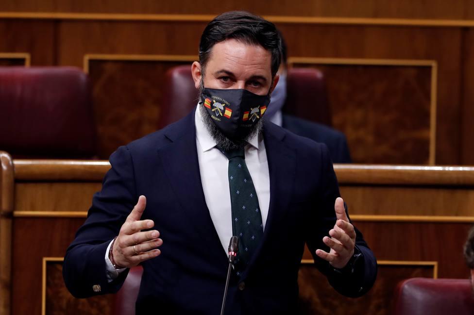 El significado oculto de la mascarilla con la que se ha enfrentado Abascal a Sánchez
