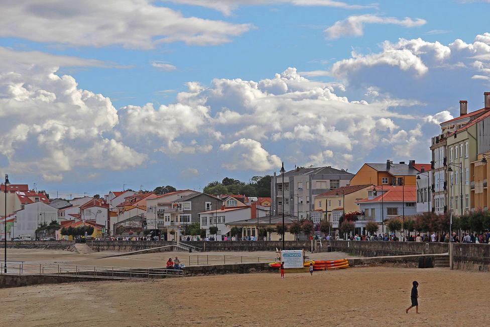 Playa y paseo de Ares - FOTO: José Mauriz Collado