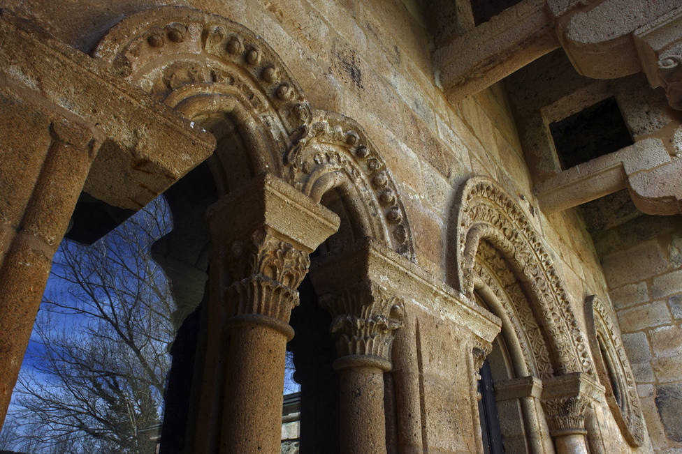 ctv-ogo-monasterio-de-carracedo-fachada-de-la-reina