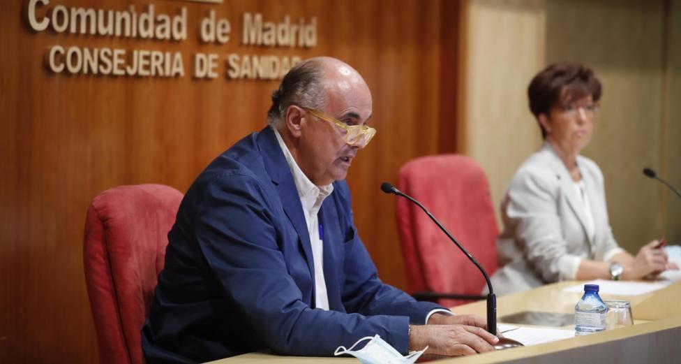 Antonio Zapatero, viceconsejero de Salud Pública, y Elena Andradas, directora general de Salud Pública
