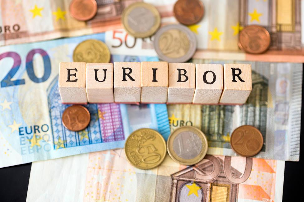 El euribor, índice de referencia para calcular las cuotas de las hipotecas, marca un nuevo mínimo histórico