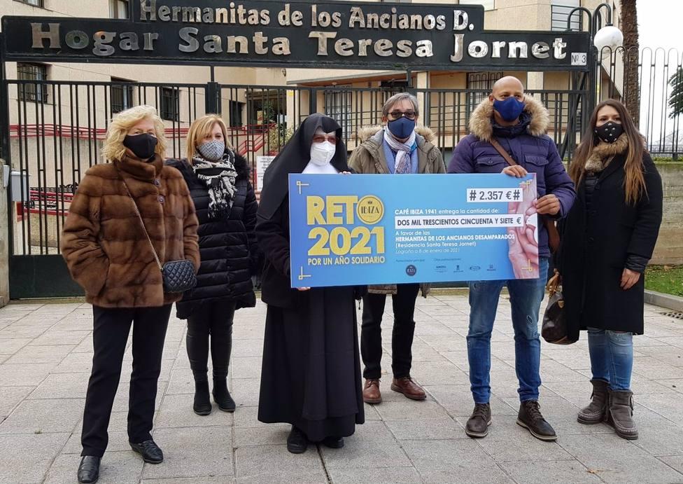 Ibiza 1941 entrega los 2.357 euros de su Reto Solidario a las Hermanitas de los Ancianos Desamparados