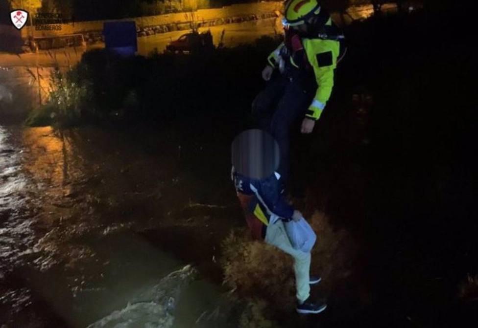 Fallecen una mujer y un hombre en Mijas después de que su vehículo fuera arrastrado por la corriente