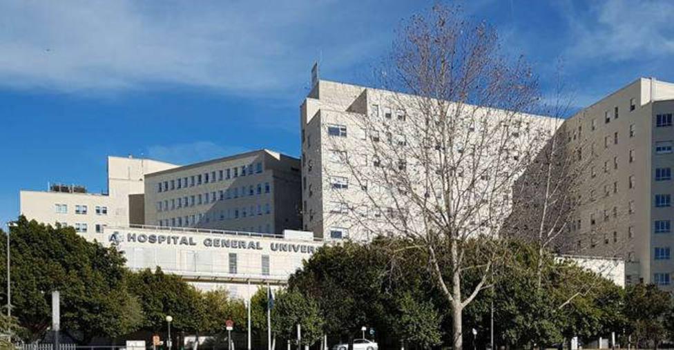 El joven fue hospitalizado en el General de Alicante