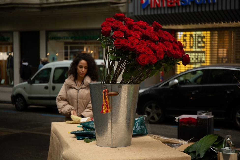Rosas en el día de Sant Jordi en Barcelona - David Zorrakino - Europa Press - Archivo