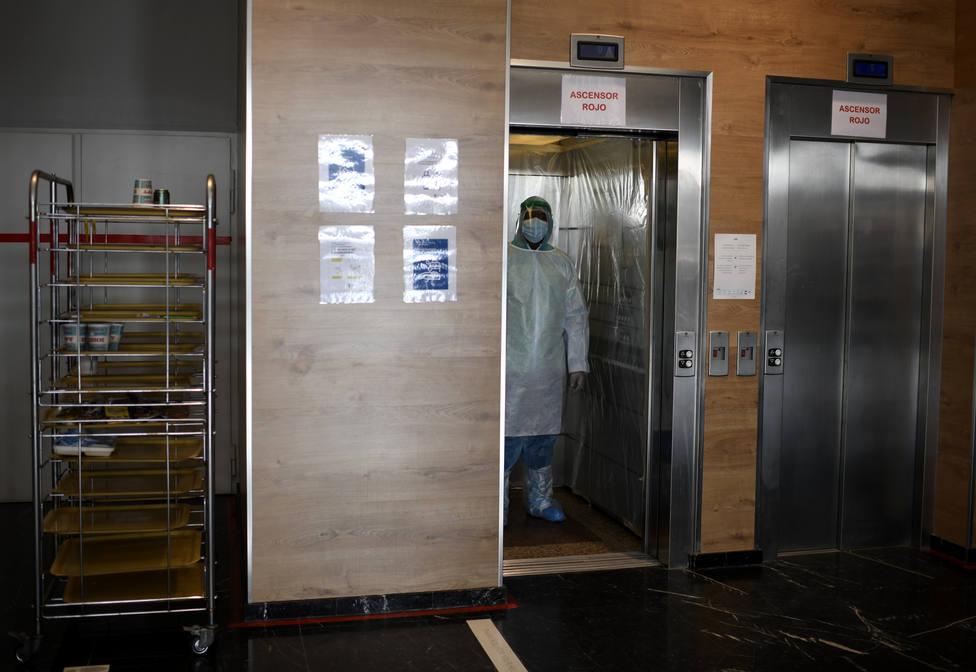 ¿Cuál es la posibilidad real de contagiarse por la covid-19 en un ascensor?