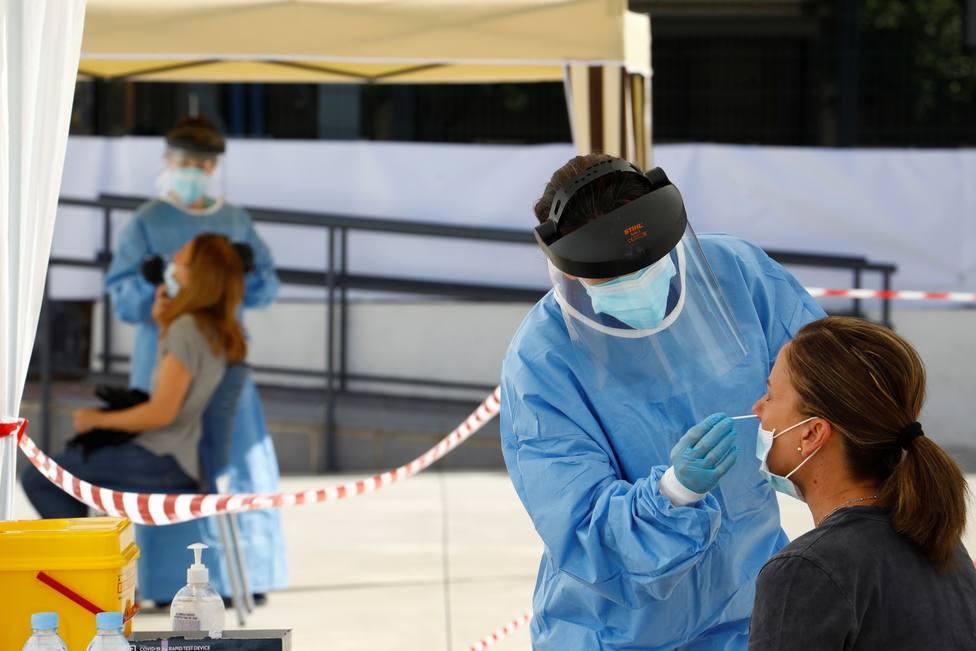 Bajan los nuevos contagios pero suben los pacientes en UCI en Madrid
