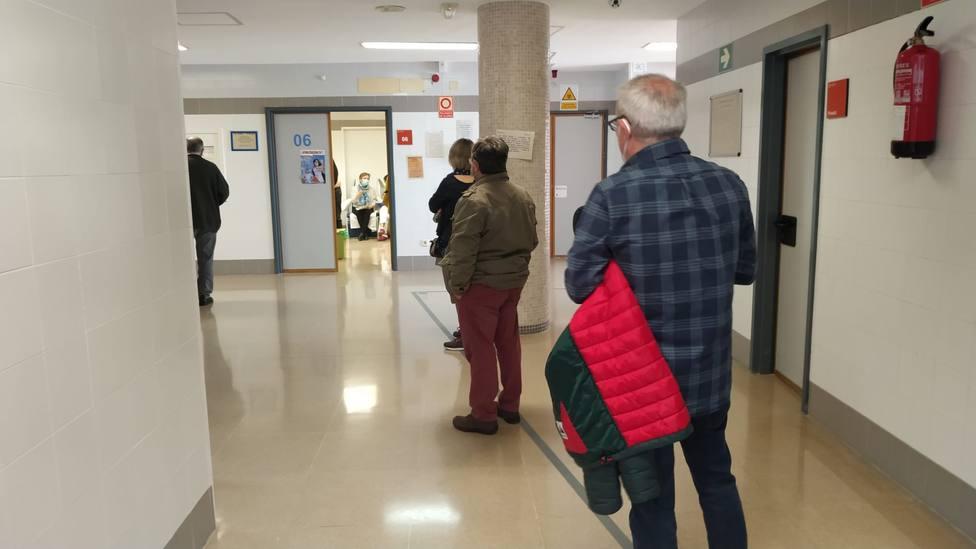 Salud pide a los citados para recibir la vacuna que acudan a la hora exacta para evitar aglomeraciones