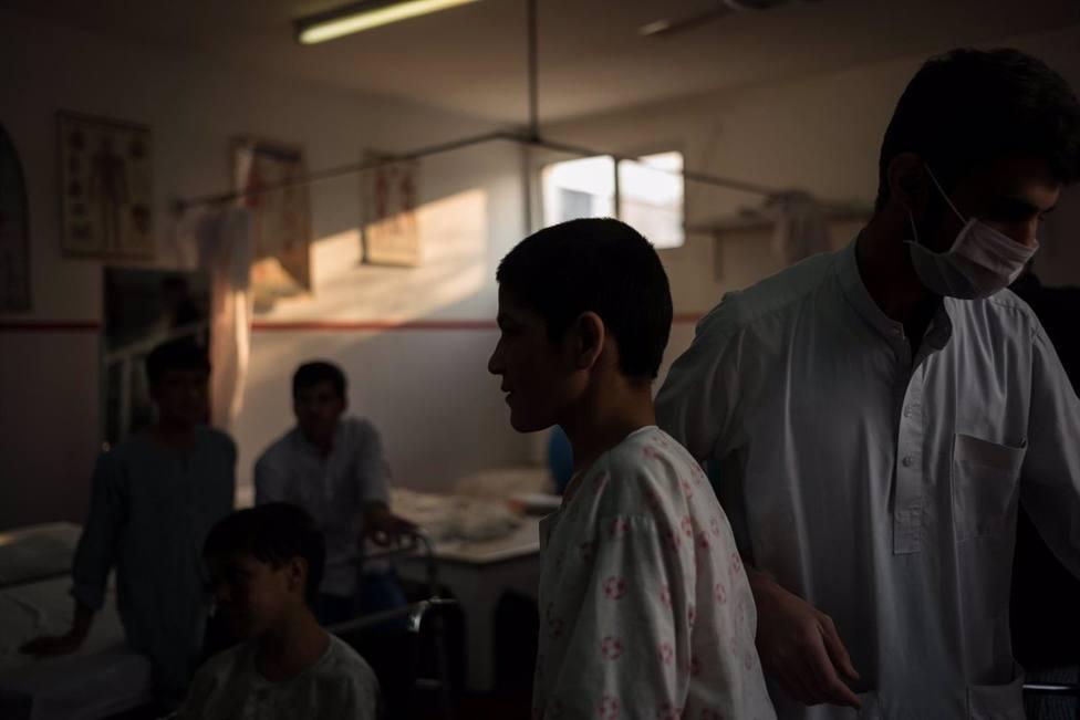 Cientos de médicos afganos piden a la ONU el pago de 14 meses de salarios atrasados