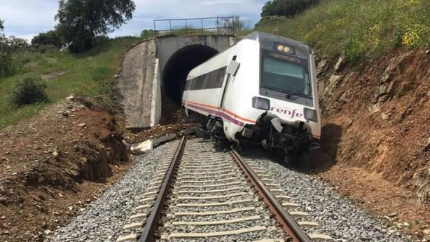 Descarrila un tren en Badajoz y provoca una interrupción en la línea Zafra-Huelva