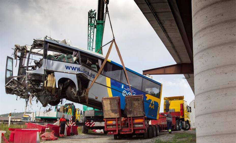 El conductor del autobús accidentado en Avilés pudo sufrir un desvanecimiento mientras iba a 90 km/h