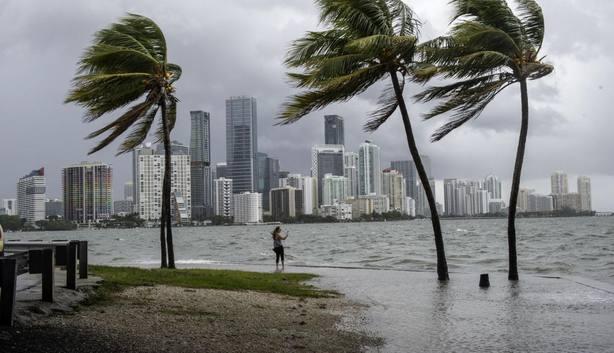 Ordenan la evacuación de la costa de Carolina del Sur ante la llegada del huracán Florence