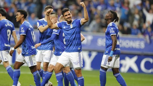 El defensa del Oviedo Oswaldo Alanís celebra su gol en el derbi contra el Sporting