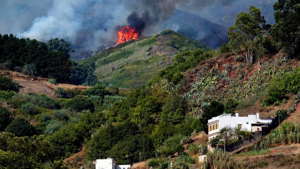 La diócesis de Canarias pone todos los medios para luchar contra el incendio
