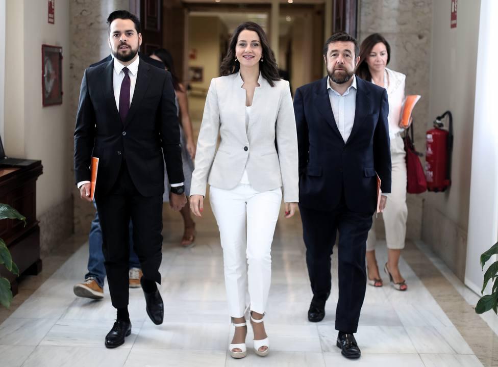 Arrimadas acusa al Gobierno de bloquear el debate de leyes de la oposición y equipara a Batet con Forcadell