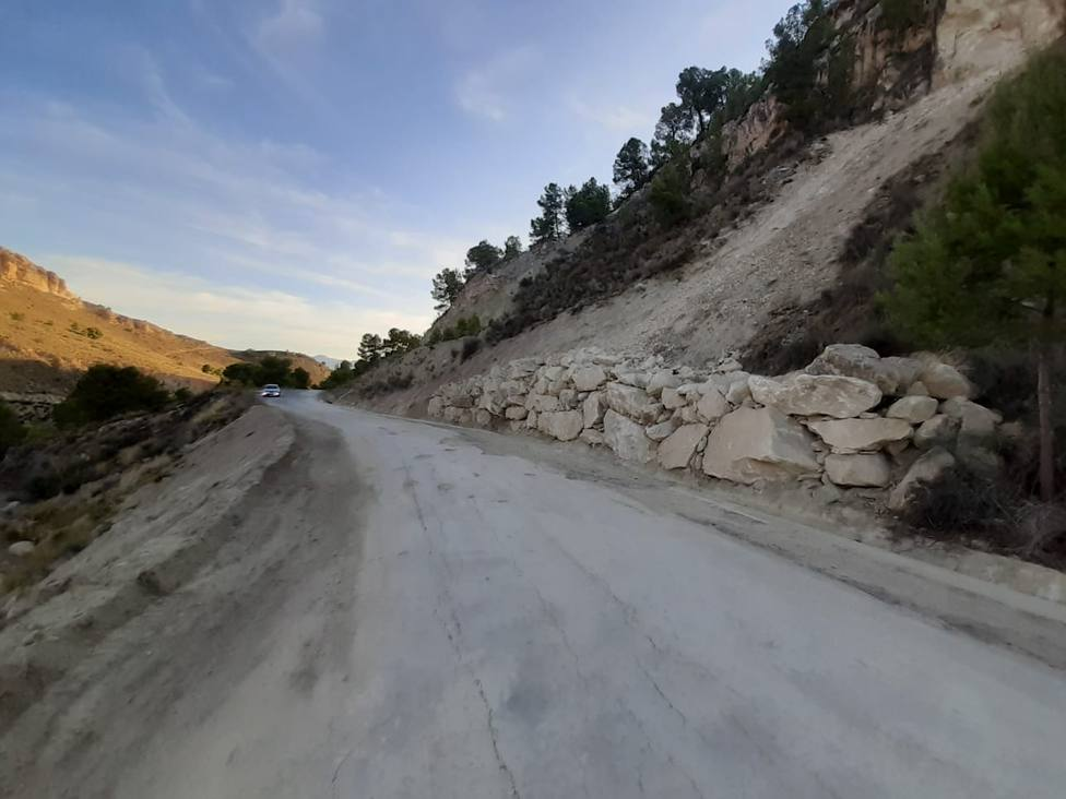 Ayuntamiento finaliza trabajos de limpieza y estabilización de la carretera de acceso a la ermita del Pradico