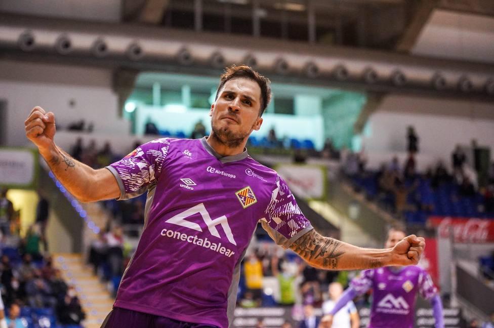 Mati Rosa, celebrando un gol con el Palma Futsal