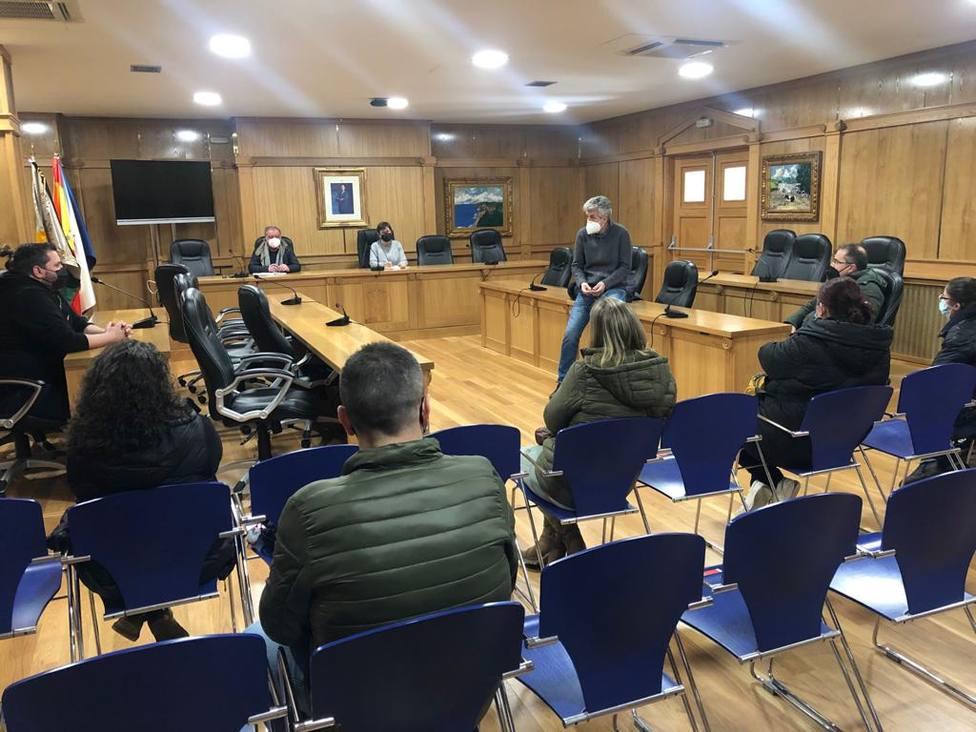 Reunión del gobierno local con miembros de la asociación de hosteleros de Xinzo de Limia