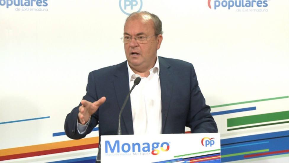El presidente del PP de Extremadura José Antonio Monago en rueda de prensa. (Archivo)