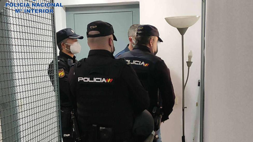 La Policía Nacional detiene a una pareja por allanamiento de morada