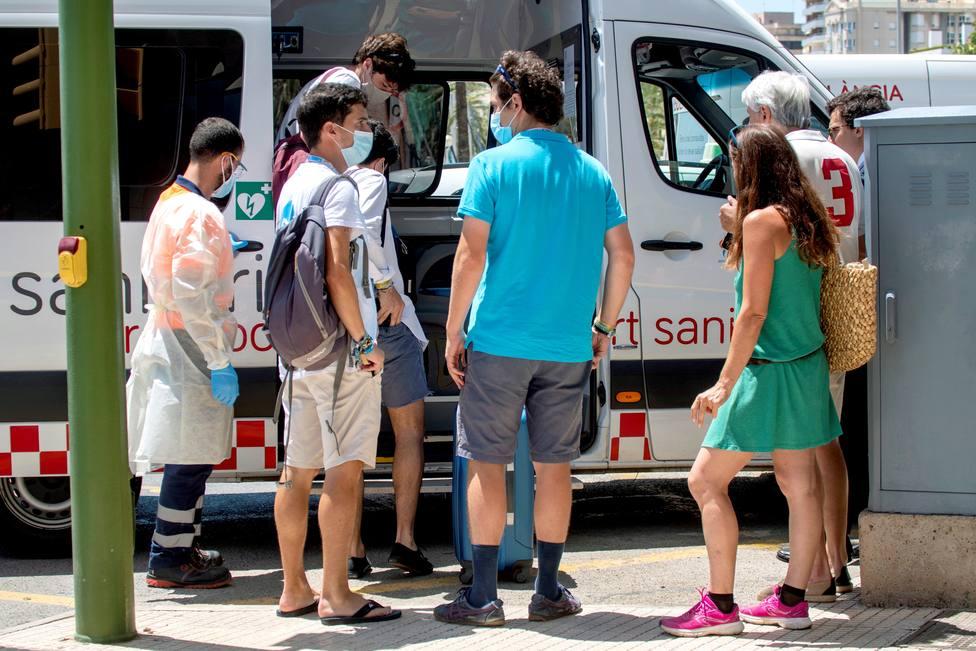 Más de mil contagios de coronavirus vinculados al macrobrote de Mallorca