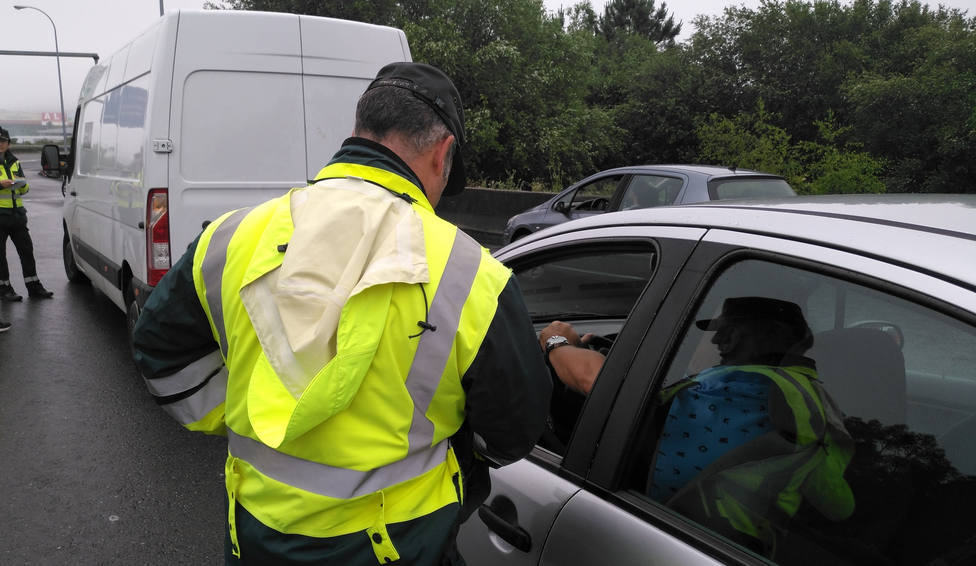 DGT: Así son las furgonetas blancas que comenzarán a multarte en carretera con 200 euros