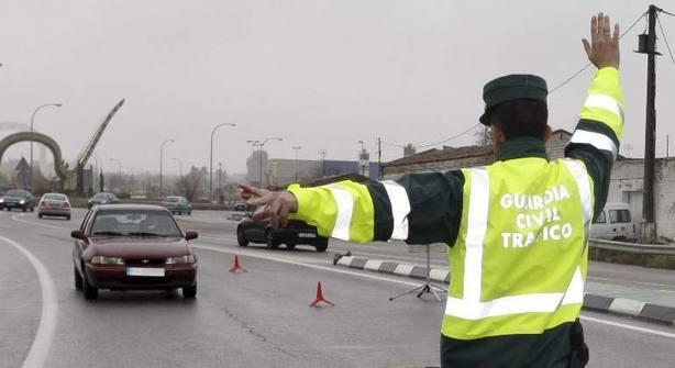 La DGT vigila el consumo de alcohol y drogas en carreteras con 25.000 controles