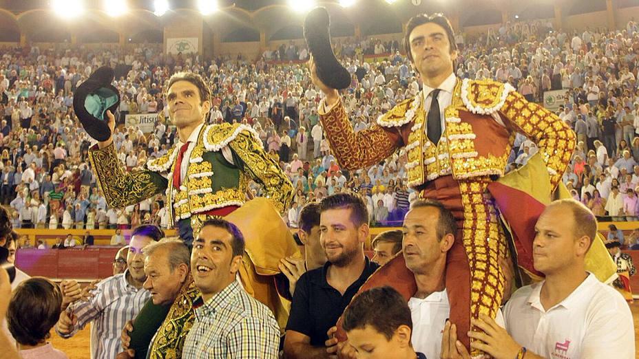 José Tomás y Miguel Ángel Perera en su salida a hombros en Algeciras