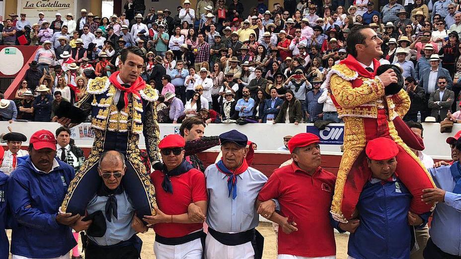 José María Manzanares y El Fandi en su salida a hombros en Latacunga