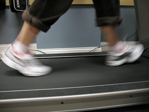 El ejercicio aeróbico puede reducir el riesgo de enfermedad renal relacionada con diabetes, según estudio de la UGR