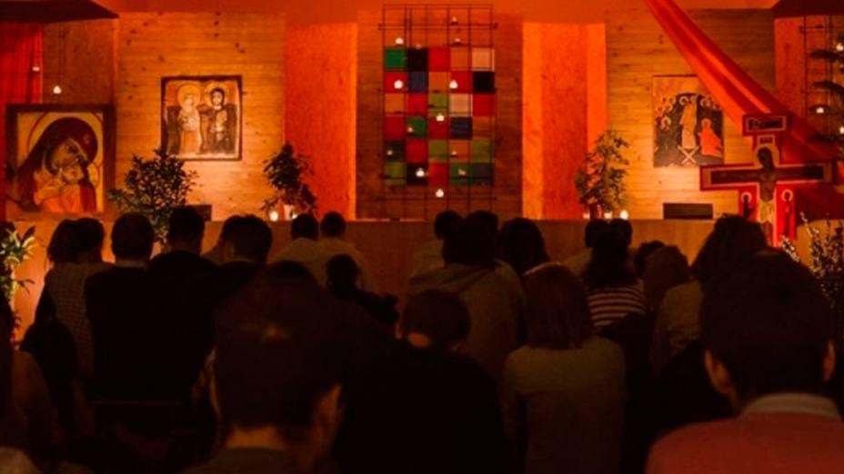 Jóvenes de Taizé en Adoración Eucarística