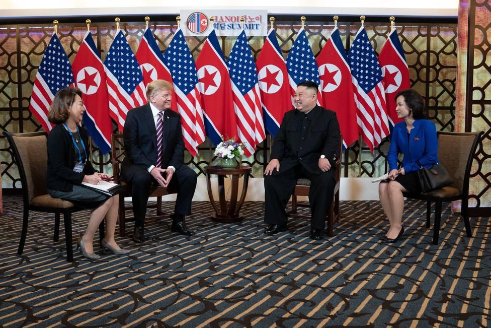 Trump y Kim reanudan las conversaciones en Vietnam en la segunda jornada de su cumbre